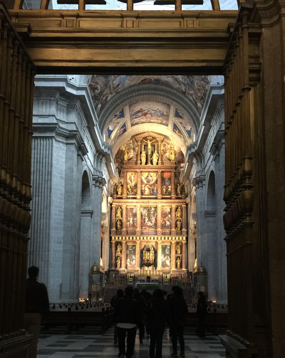 interior-of-basilica-monasterio-san-lorenzo-escorial-spain_l